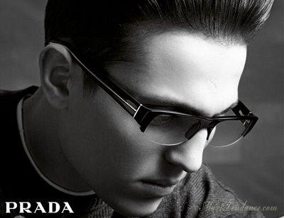 prada eyewear 6 Lunettes Prada Collections Printemps Eté 2009