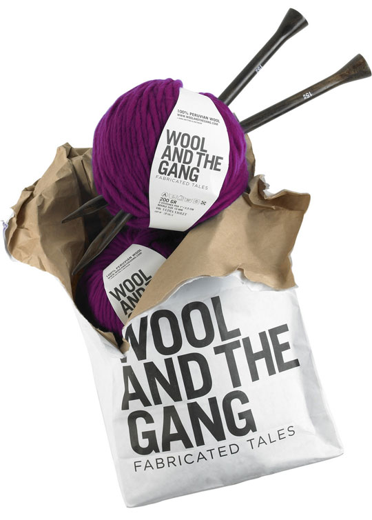 , Wool And The Gang : Tricoter une Echarpe c'est Chic