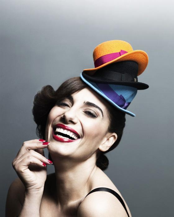 , Paola Maugeri pour Borsalino : Petits Chapeaux de Musicien