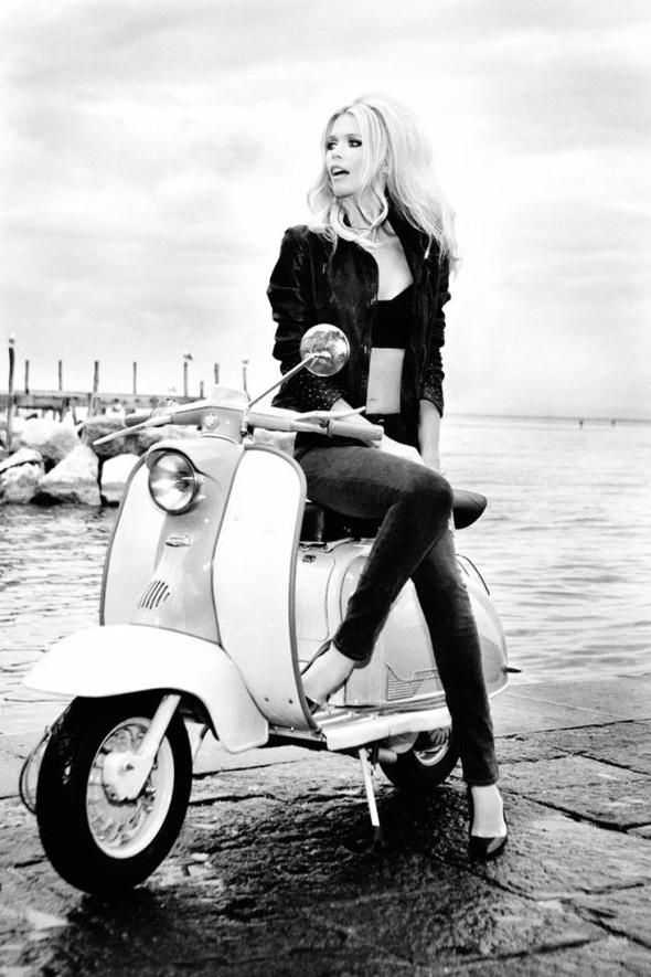 , Claudia Schiffer pour Guess : 30 Ans de Nostalgie