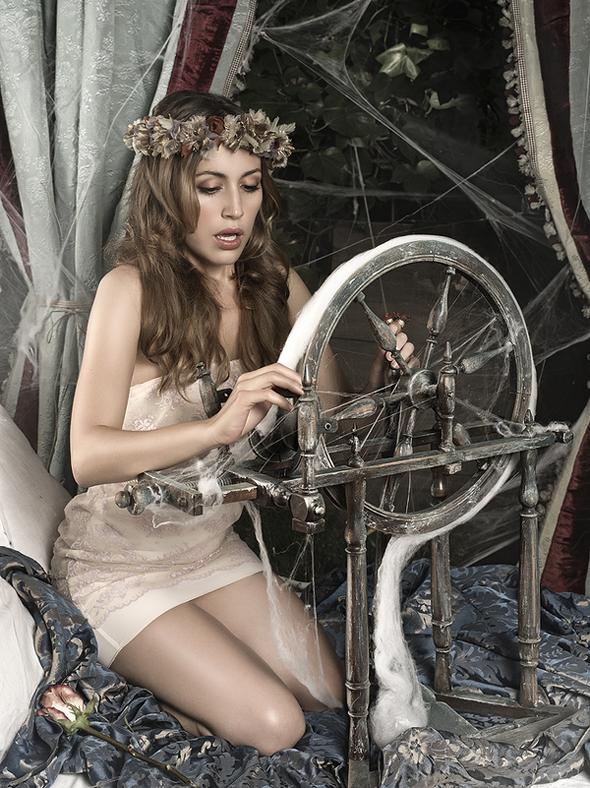 Rebeca-Saray-Gude Photo-7
