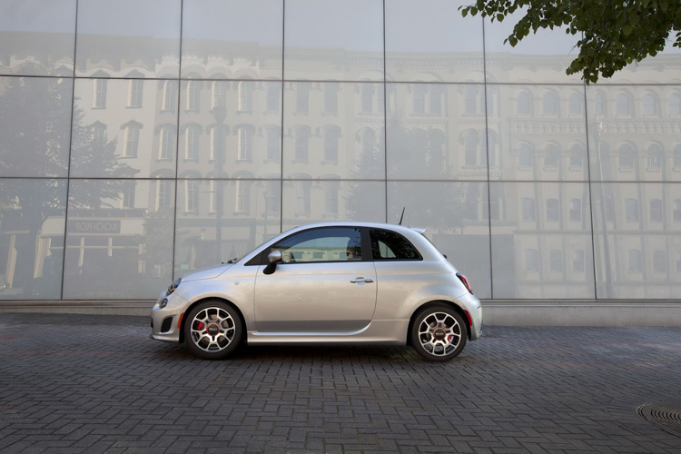 2013 Fiat 500 USA Turbo Dr Dre 1 Fiat 500 Turbo 135 Ch MultiAir avec Sono Beats by Dr. Dre
