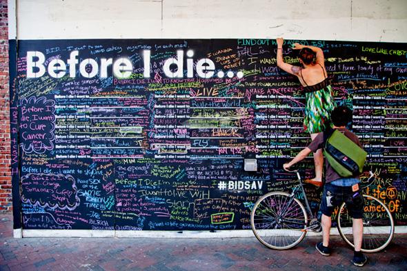 "1 Street Art Before i Die Candy Chang - Street Art ""Before i Die"" Wall par Candy Chang : Le Mur de l'Espoir"