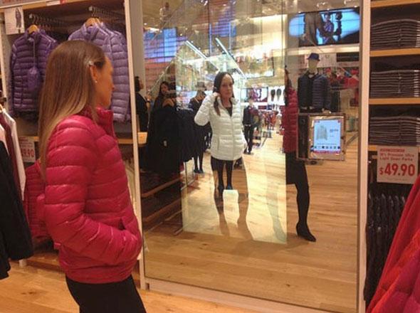, UNIQLO Magic Mirror : 1er Miroir à Réalité Augmentée