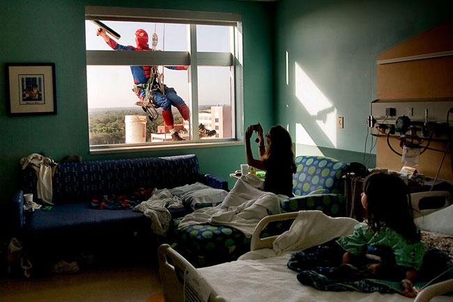 Superhero Laveurs de Carreaux pour les Enfants Hospitalisés