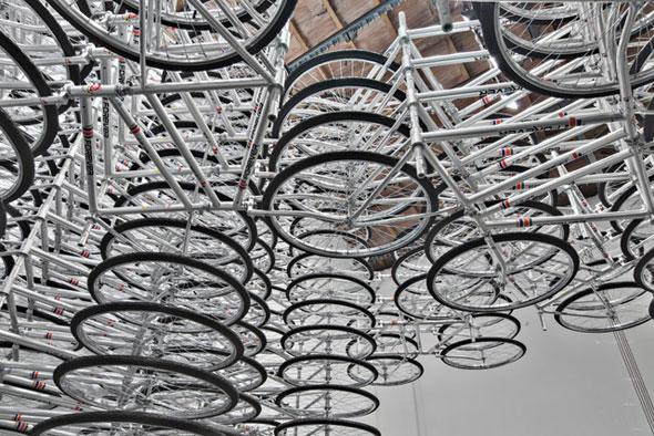 , Stacked par Ai Weiwei : 760 Vélos pour une Installation Artistique