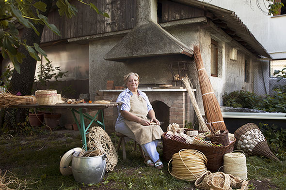 1 Alessandro Venier Photo Modern Portraits of Old Craftsmanship Photos Portraits par Alessandro Venier : Authentiques Artisans dans leur Atelier
