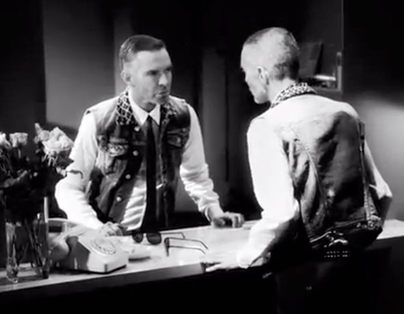 1 pub ad Dsquared2 behind mirror ss ete 2013 Dsquared2 Printemps Ete 2013 : Un Film Noir signé Mert & Marcus (video)