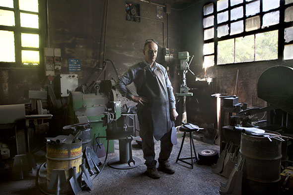 Photo Portraits par Alessandro Venier : Authentiques Artisants en Atelier