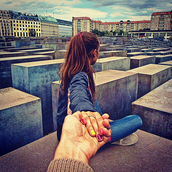 follow me to, Follow Me To par Murad Osmann Photographie : Voyager Main dans la Main
