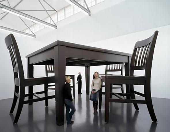 2 Robert Therrien Art Geant Mobilier - Robert Therrien, L'Art de nous Rendre tout Petit