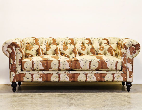 , Project Wooster par CoCoCo Home: Canapé Chesterfield Camouflage
