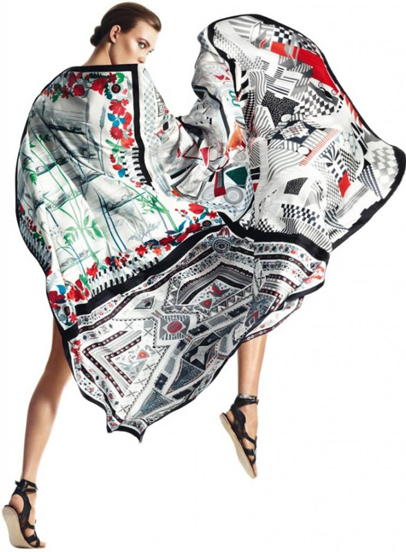 , Carrés Hermès Printemps Eté 2013 : Des Foulards pour Karlie Kloss
