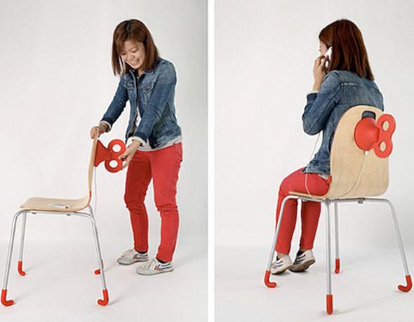 , WindUp Chair par PEGA Design : Chaise à Remontoir pour Smartphone