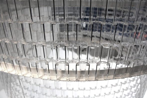 , Transparent LEGO Chandelier par Tobias Tostesen : Spectaculaire Suspension