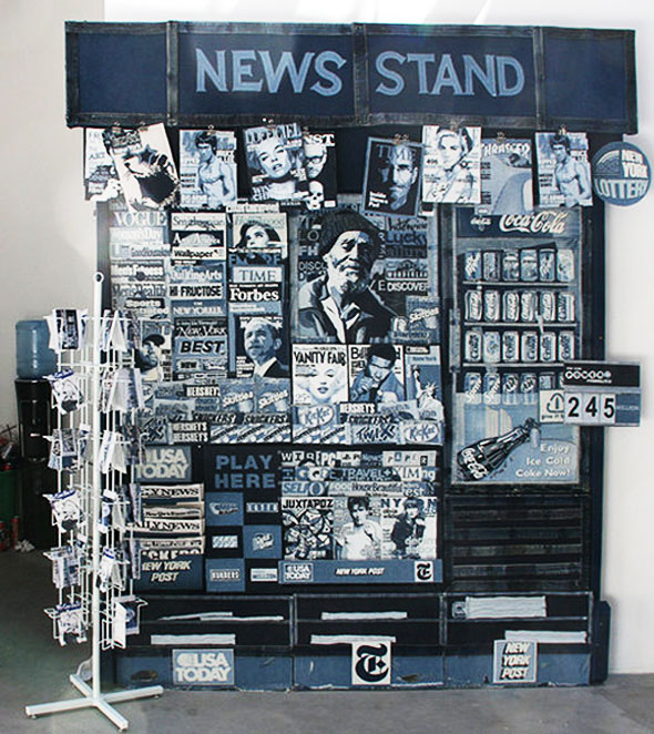 , News Stand par Denimu alias Ian Berry : Kiosques et Magazines en Jean Denim