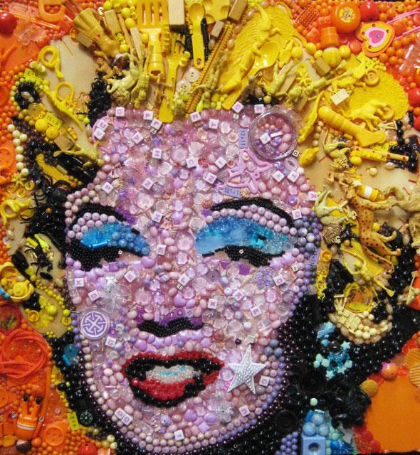 , Junk Art par Jane Perkins : Objets Recyclés en Toile de Maitre