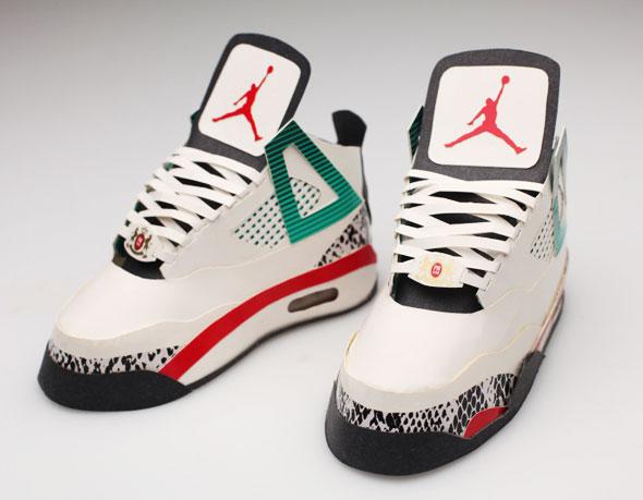 , Baskets Nike par Jason Ruff : Sculptures en Paquets de Cigarettes