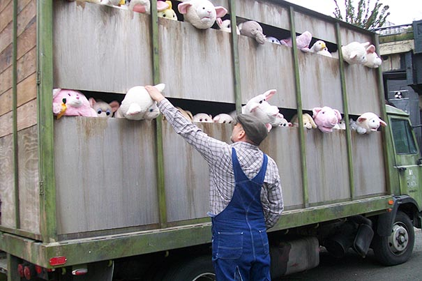 , Banksy Street Art New York : Animaux en Peluche en Route pour l'Abattoir (video)