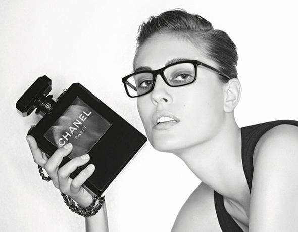 Lunettes Chanel Hiver 2013 2014   Collection Prestige en Campagne ... b720f99db907