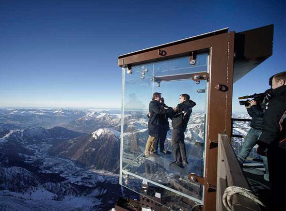 Pas dans vide Chamonix Cabine Verre Suspendue Aiguille Midi Mont Blanc 3 - Un Pas dans le Vide à Chamonix, Cabine en Verre Suspendue à 3842 mètres d'Altitude (video)