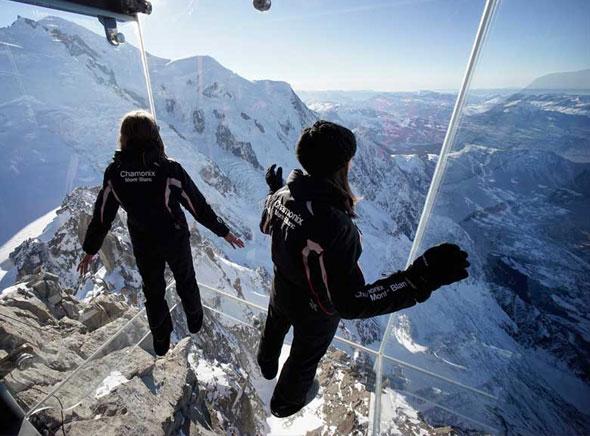 Pas dans vide Chamonix Cabine Verre Suspendue Aiguille Midi Mont Blanc 4 - Un Pas dans le Vide à Chamonix, Cabine en Verre Suspendue à 3842 mètres d'Altitude (video)