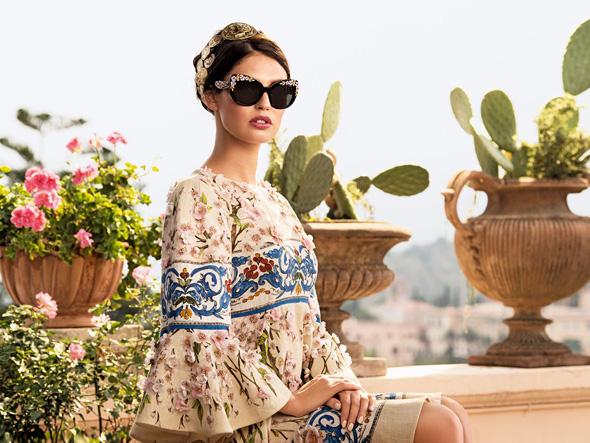 9b900a5916b40f Dolce   Gabbana Femme Eté 2014   Lunettes de Soleil en Fleurs ...
