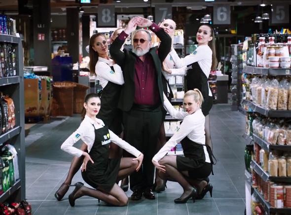EDEKA Supergeil Supermarche Pub Buzz 1 - A 58 Ans Friedrich Liechtenstein fait le Buzz pour les Supermarches EDEKA (vidéo)