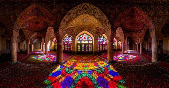 , Mosquee Nasir Al Mulk, Iran : un Arc-en-Ciel de Couleurs au Petit Matin