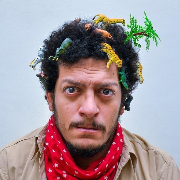 , L'Homme qui Transforme ses Cheveux en Terrain de Jeu !
