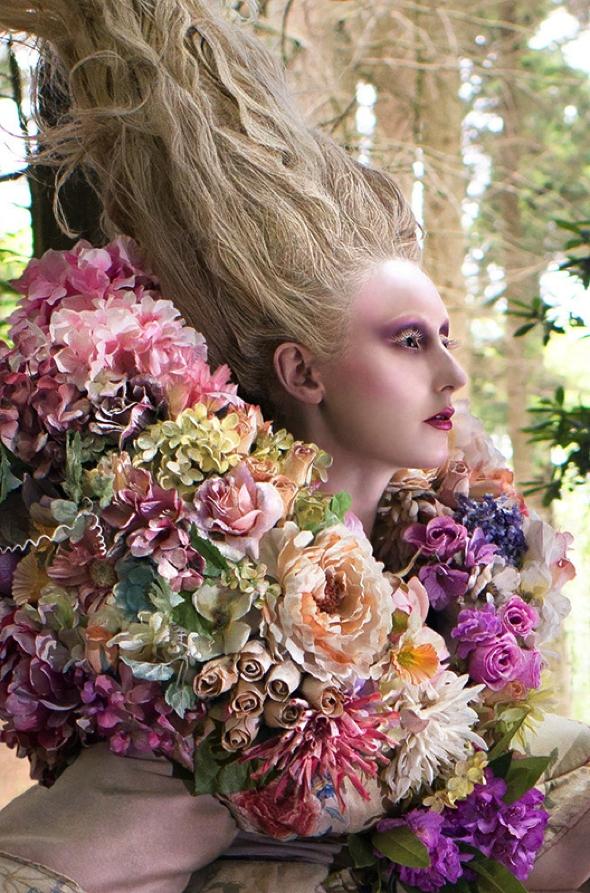 , Féerique Traîne de Robe de Mariée Composée de 1000 Veritables Fleurs (video)