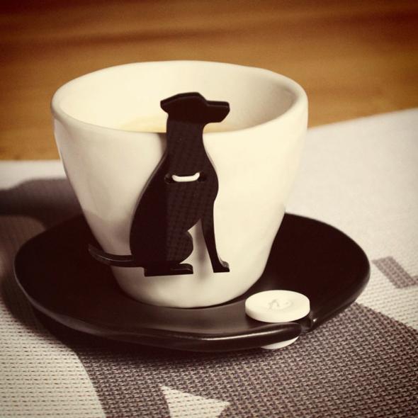 , Chien ou Chat bien Accroché à vos Tasses à Café !