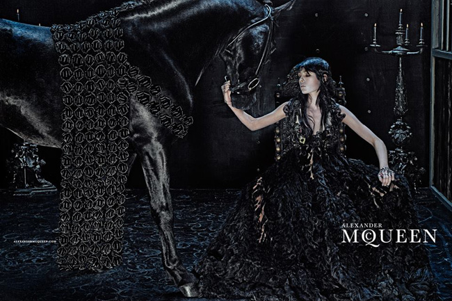 , Alexander McQueen Hiver 2014 2015, une Campagne Chevaleresque