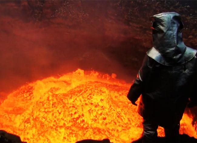 , Equipé d'une Camera GoPro, il Descend dans le Volcan Marum (video)