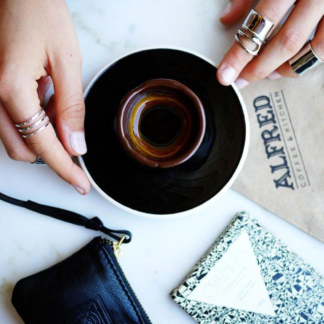 , Après un bon Café Expresso n'Hésitez pas à Manger la Tasse