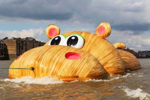 hippopothames-florentijn-hofman-hippopotame-geant-mer-1
