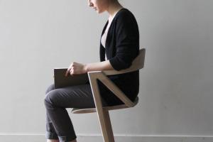Inactivite-Chair-Chaise-deux-pieds-Benoit-Malta-1