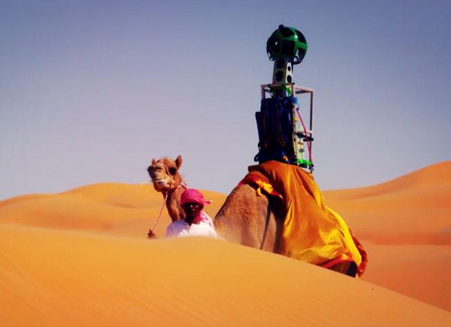 , Visitez le Désert de Liwa à Dos de Chameau avec Google Street View