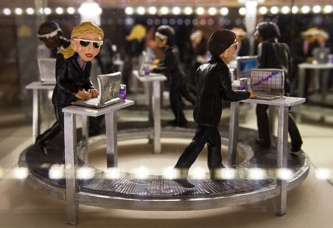 diorama sculptures mondes miniatures karine giboulo, Sculptures en Diorama d'une Société de Surconsommation