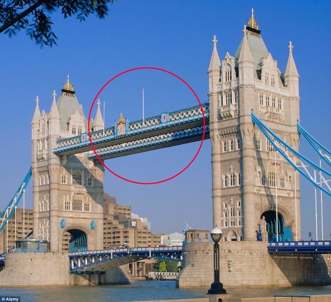 Le Pont Tower Bridge A Londres S Offre Un Plancher En Verre