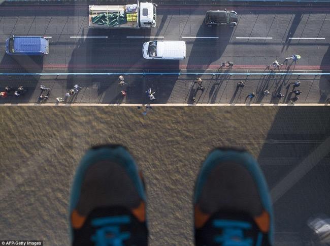 , Le Pont Tower Bridge à Londres s'Offre un Plancher en Verre  (video)