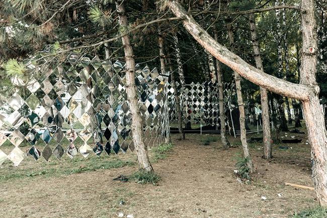 studio nomad camouflage dazzle mirror installation art foret 0 - Camouflage Dazzle en Miroir Installé dans une Foret Hongroise