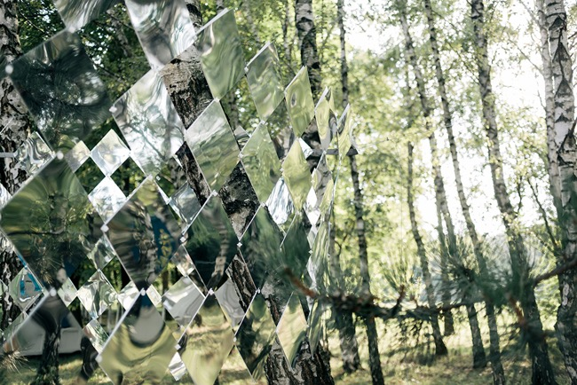 studio nomad camouflage dazzle mirror installation art foret 1 - Camouflage Dazzle en Miroir Installé dans une Foret Hongroise