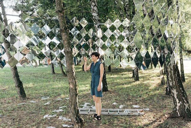 studio nomad camouflage dazzle mirror installation art foret 5 - Camouflage Dazzle en Miroir Installé dans une Foret Hongroise