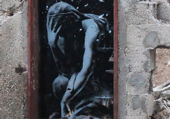 , Le Street-Artiste Banksy Tague Gaza aux Pochoirs (Vidéo)