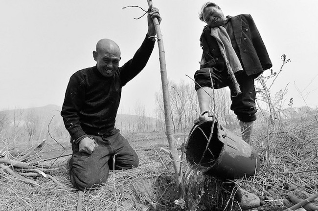 jia-haixia-jia-wenqi-elderly-handicape-plante-arbres-chine-0