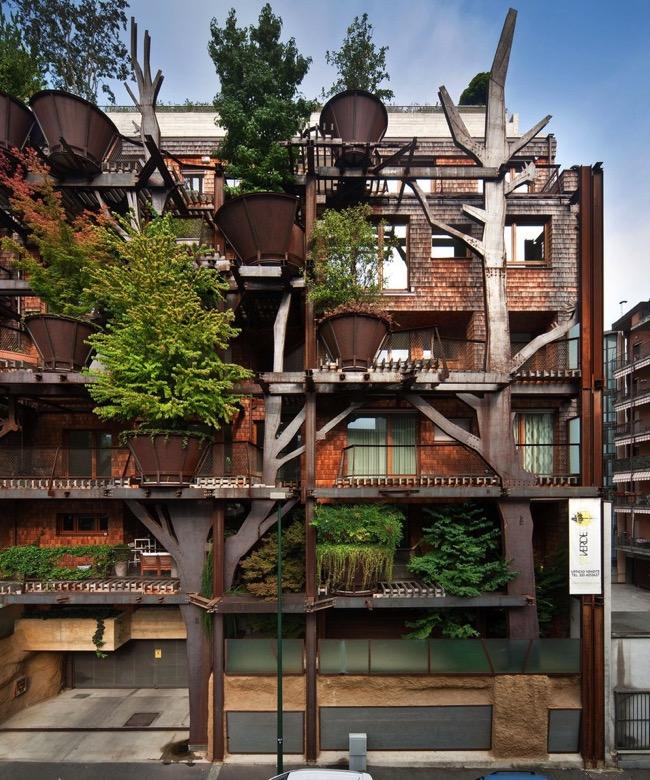 , La Maison dans les Arbres en Pleine Ville et son Luxuriant Ecrin de Verdure