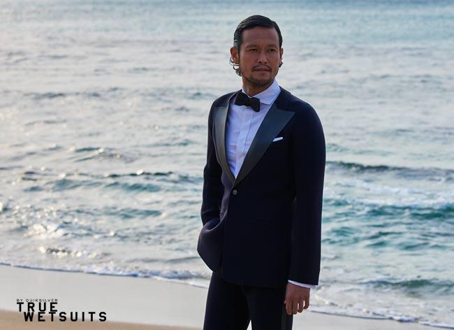 quicksilver true wetsuits costume tuxedo surf waterproof 2 - Quiksilver True Wetsuit, le Costume pour Gentlemen Surfers (video)