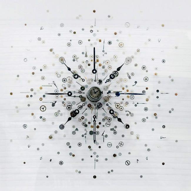 anna masters art sculpture horloge suspension 3 - Elle Fait Voler en Eclats les Horloges pour Mieux Apprécier le Présent
