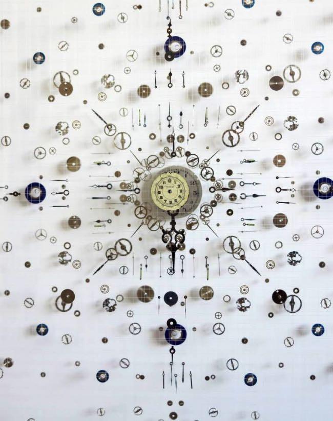 anna masters art sculpture horloge suspension 5 - Elle Fait Voler en Eclats les Horloges pour Mieux Apprécier le Présent
